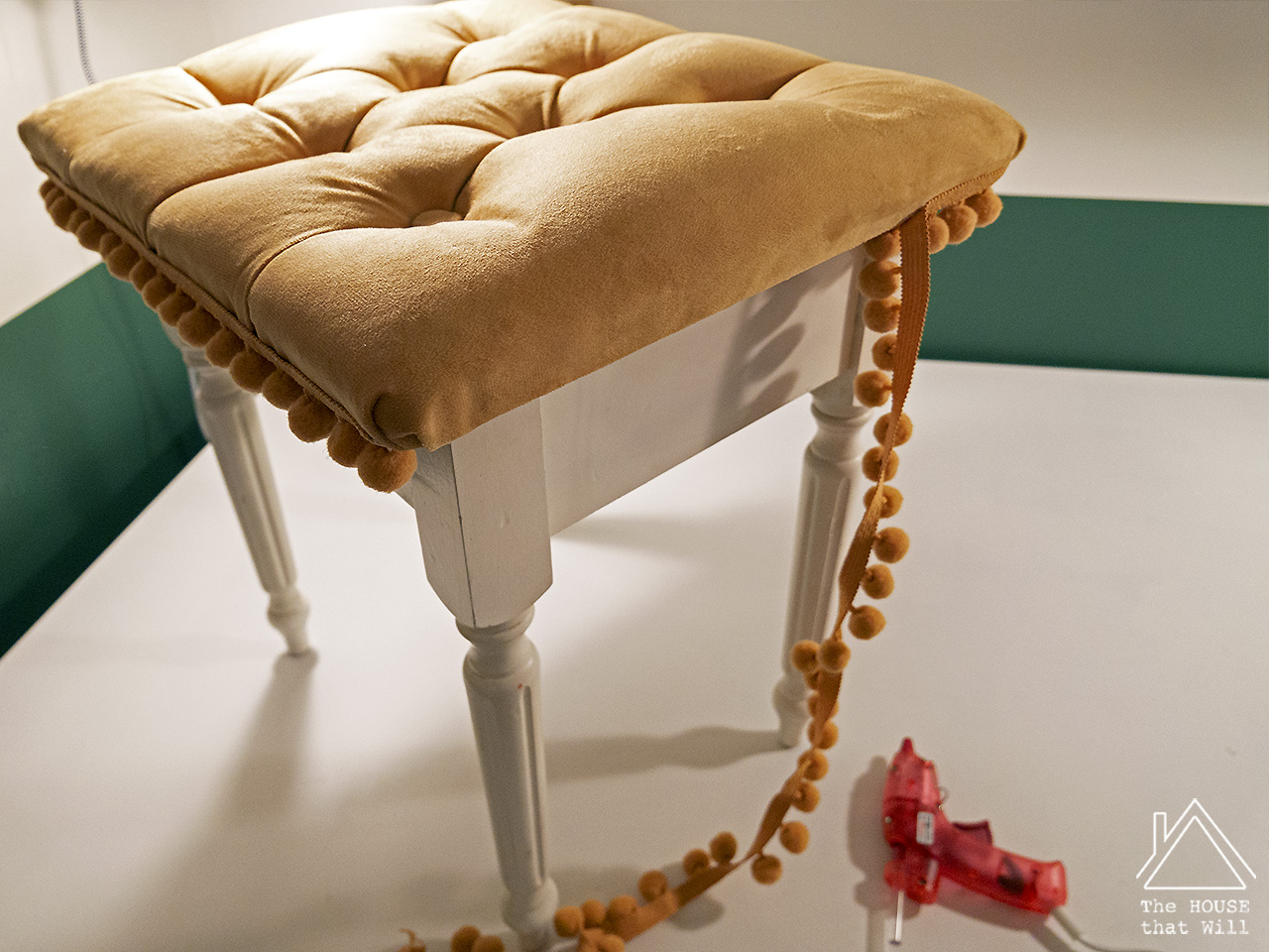 18 tufted stool 1110707