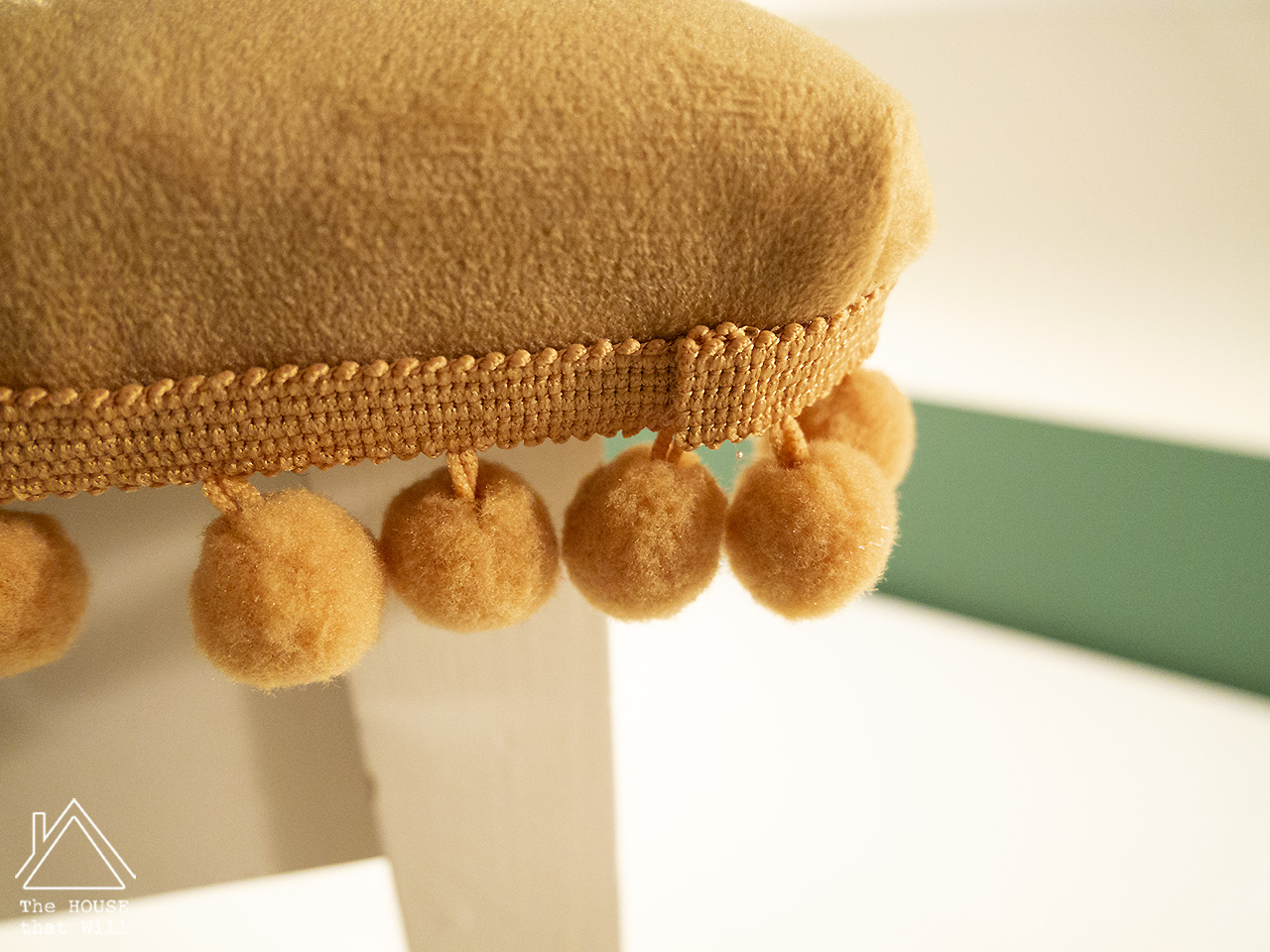18 tufted stool 1110717