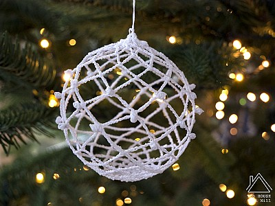 DIY Lacy Yarn Baubles